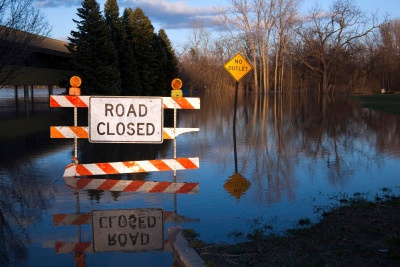 Flooded-Road-Closed-Sign-in-Michigan-000042147530_Large-2